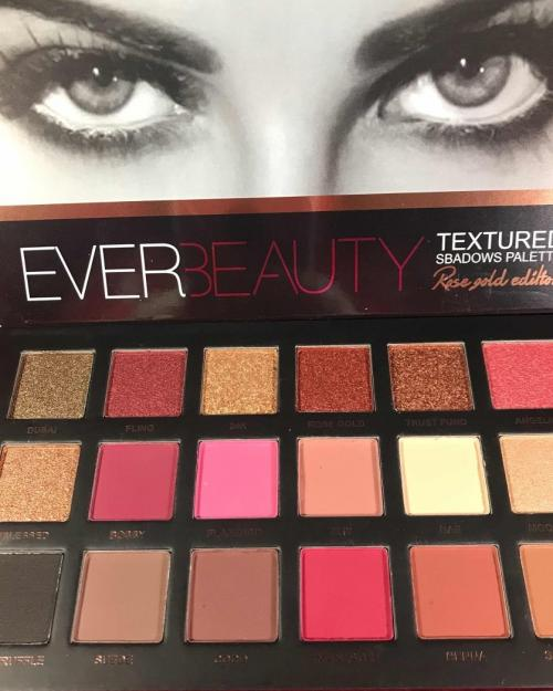 foto SOMBRA 7081 12 EVER BEAUTY 18COLORES